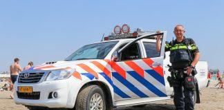 politieman bij auto op strand katwijk nieuws actueel rijnsburg